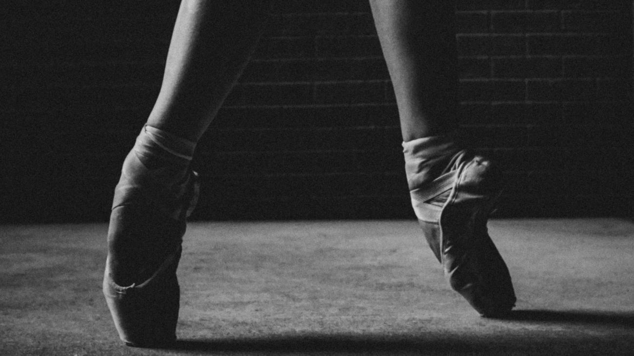 Modern ballet dancers coaching